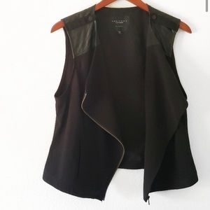 Chic vest w/ leather detailing
